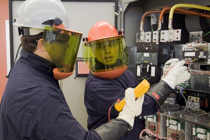 La NFPA 70E-Seguridad Eléctrica en Lugares de Trabajo...